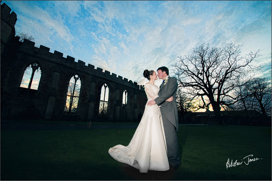 Wedding_photographer_basingstoke_Hampshire_bishops_palace.10