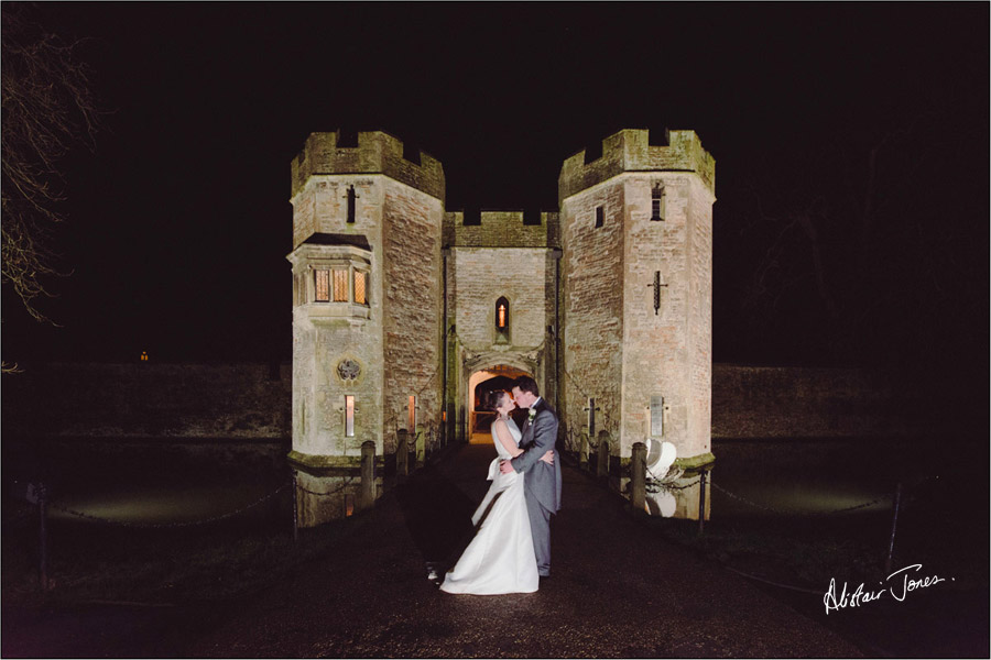 Wedding_photographer_basingstoke_Hampshire_bishops_palace.14