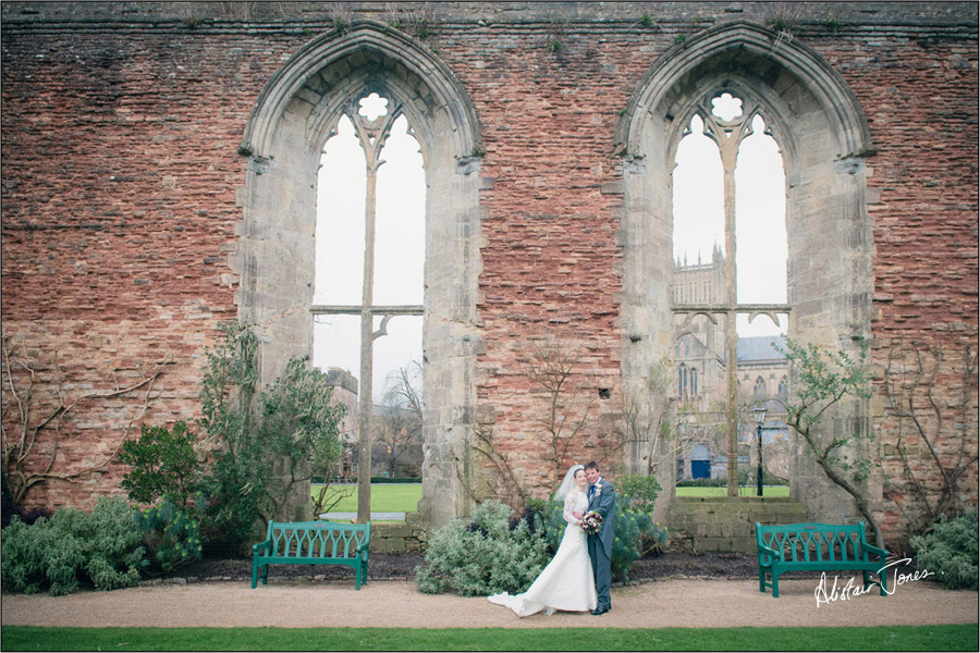 Wedding_photographer_basingstoke_Hampshire_bishops_palace.21