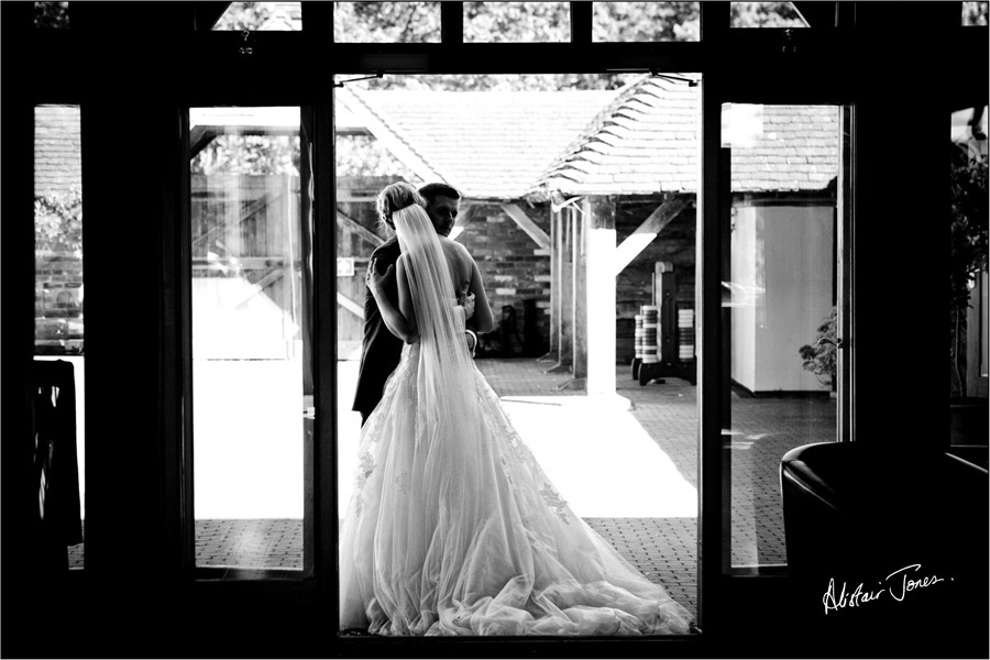 Wedding_photographer_basingstoke_Hampshire_riverval_barn.10